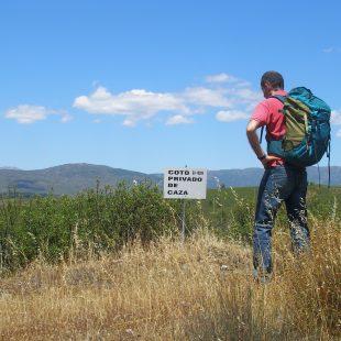 Adentrarse campo a través en un coto de caza no es la mejor manera de disfrutar del senderismo.  (Jorge Cruz)