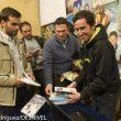 Jorge García Dihinx firma ejemplares de su guía en la Librería Desnivel.  (Darío Rodríguez)