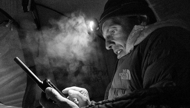 Simone Moro en su tienda del Nanga Parbat invernal  (The North Face)