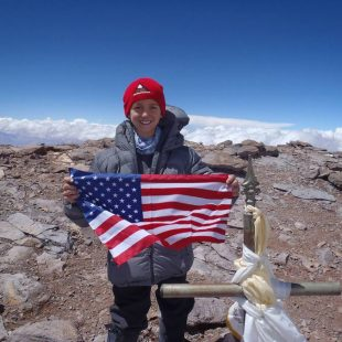 Tyler Armstrong en la cima del Aconcagua (Col. T. Armstrong)