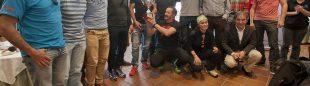 Los esquiadores del valle de Liébana -Ivan Cuesta y Diego Diaz- reciben la Copa Regil Trofeo BBK 2014 con el alcalde de Potes ((c) Santiago Yániz)