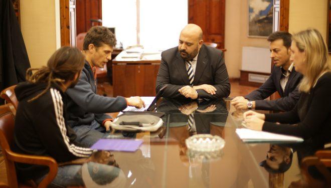 Representantes de la Delegación Escalada Sostenible en Mallorca durante la reunión con el Conseller de Turismo y Deportes Balear.  (Lina Schütze / ES)