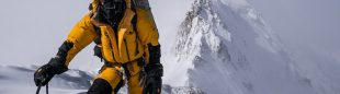 David Göttler aproximadamente a 7200m sobre la arista Mazeno