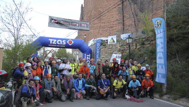 Las 23 cordadas participantes en la salida del Rally TechRock 12 horas de escalada de Riglos 2014  ((c) Peña Guara)