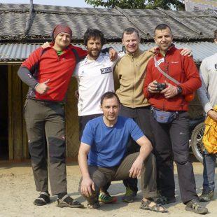 Los miembros de la expedición al Kangchenjunga 2014. A la izda Adam Bielicki y Alex Txikon. A la derecha Denis Urubko. En la imagen también los rusos Artem Braun y Dmitri Sinev y el búlgaro Boyan Petrov  ((C) Alex Txikon)