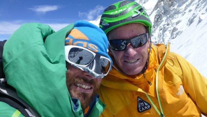 Alex Txikon y Denis Urubko en C2 a 6600m en la ruta británica del Kangchenjunga 2014.  ()