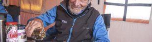 Carlos Soria en el campo base del Kangchenjunga  ()