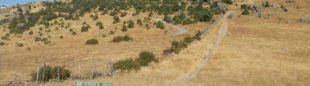 Camino de subida al cerro de San Pedro. en la piedra una pintada advierte que no se puede pasar por ahí.  (FMM)