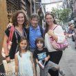 Carlos Soria en la Librería Desnivel con sus hijas Sonsoles y Patricia y dos de sus nietos  (23 junio 2014)  (Darío Rodríguez.)