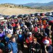 Los manifestantes al pie del Cerro de San Pedro minutos antes de comenzar la marcha reivindicativa.  (Paco Cantó)