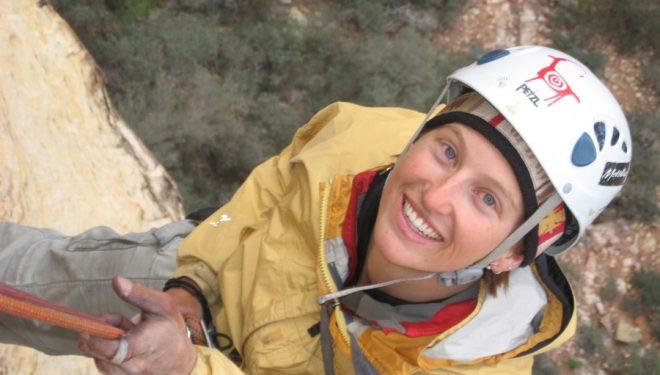 Jes Meiris escalando en Reck Rocks  (Outpost Wilderness Adventure)