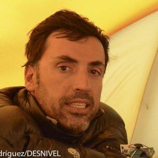 Miguel Ángel Pérez en el campo base el Everest en 2011  (© Darío Rodríguez/DESNIVEL)