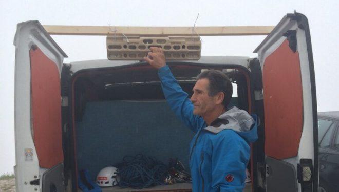 Francisco Marín Novato junto a la tabla multipresa. Su calentamiento para Pan Aroma. Dolomitas. 2014.  (Col. Marín)