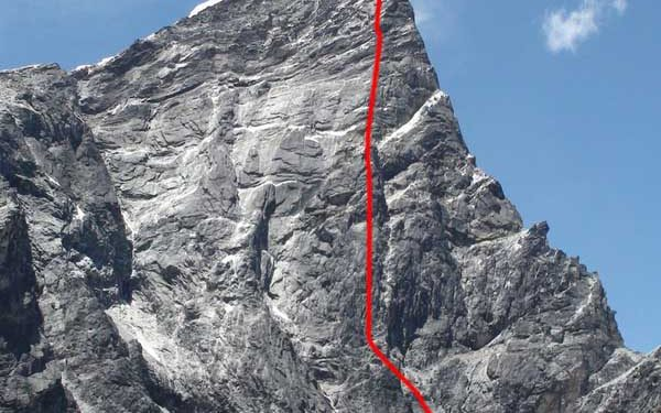 Línea de Two arrows flight a la cara este del Lobuche Este (6.090 m)