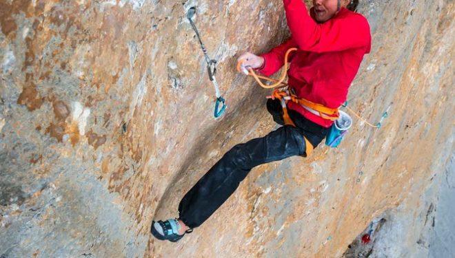 Nina Caprez escalando Orbayu
