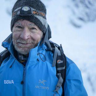 Carlos Soria en el momento de salir el pasado día 13 mayo del campo base hacia la cima del Kangchenjunga que alcanzó el 18 a las 9 de la mañana.  (Expedición BBVA)
