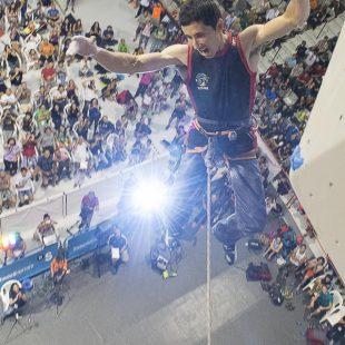 Ramón Julián Ramonet en la vía final del Campeonato del Mundo de Escalada de Gijón 2014. Quedó segundo.  (Darío Rodríguez)