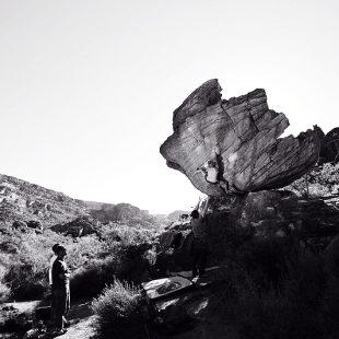 Angela Eiter blocando en Rocklands  (K3-climbing)