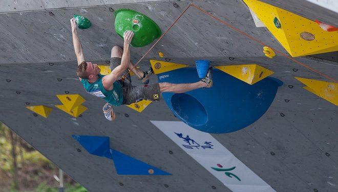 Jakob Schubert en la prueba de Mokpo (Corea) de la Copa del Mundo de Escalada de Dificultad 2014  (IFSC)