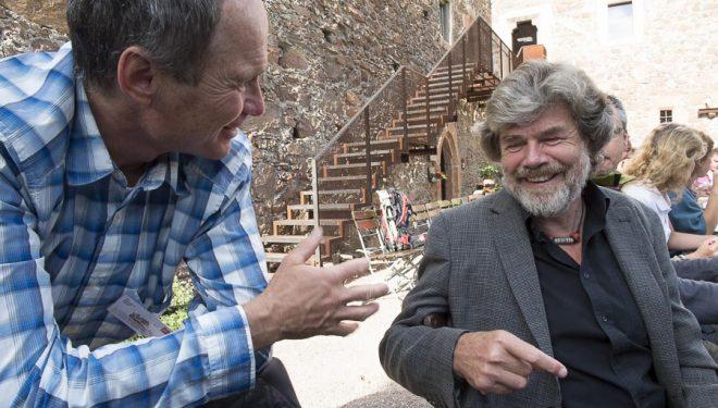 Marko Prezelj y Reinhold Messner conversan en el International Mountain Summit 2014.  (© Darío Rodríguez/DESNIVEL)