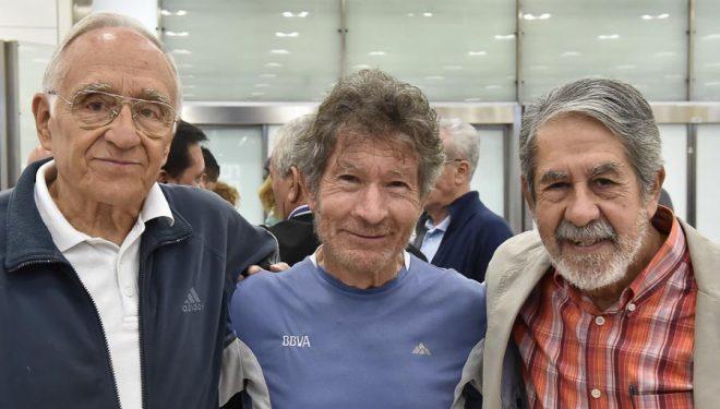 Carlos Soria  a su regreso a Madrid el día 5 octubre 2014 tras intentar el Shisha Pangma con sus amigos de toda la vida: Faustino Durán y Antonio Riaño. Con ellos (y Toño Durán