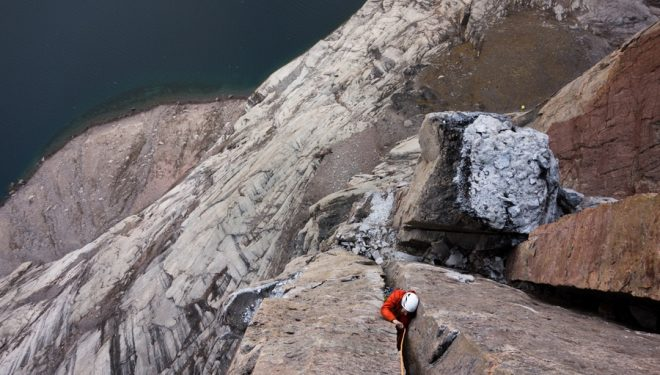 Sean Villanueva en Walking the plank al Plank Wall (Gibbs Fjord