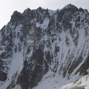 La nueva variante (en rojo) de la Couzy-Desmaison (en verde) a la cara norte de las Grandes Jorasses  (Jon Griffith / Alpine Exposures)