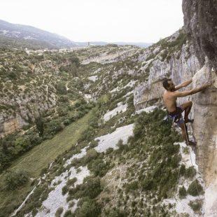 Un escalador en el sector Gran Bóveda