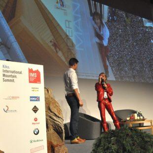 Alain Robert durante su presentación en la IMS 2014  (Isaac Fernández / Desnivel)