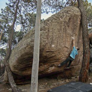 Beto Rocasolano en Guria propuesta de 8B+ en Albarracín  (Roberto Palmer)