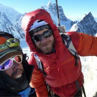 """Ibai Rico y Evan Miles abren """"Burning kharkas"""" (650m 90º wi 5+) en la cara Oeste de un pico sin nombre 6.212m en Nepal (Langtang)  ()"""