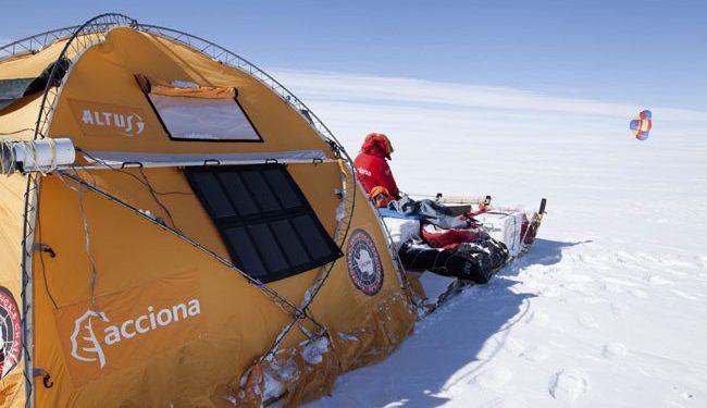 Ramón de Larramendi y su equipo en el trineo de viento en la Circunnavegación de Groenlandia. 2014.  (Tierras Polares)