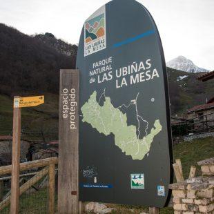 Cartel del Parque Natural de las Ubiñas-La Mesa en Tuiza de Arriba.  (Daniel Muñoz)