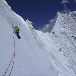 Mikel Zabalza en los largos finales del Sakaton Peak durante la apertura de Pura Vida. Equipo Español de Alpinismo