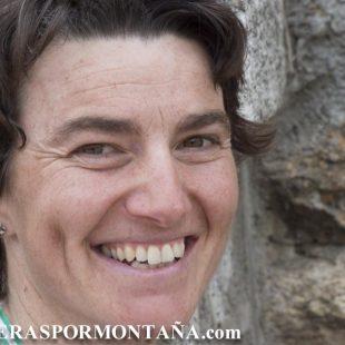 Emma Roca ganadora Q50 2012 (Valle de Lozoya) después de la carrera.  (© Darío Rodríguez/DESNIVEL)