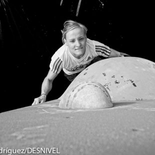 Mari Carmen Alarcón Grau quedó octava en el Campeonato de España de Escalada en Bloque 2014 celebrado en Zaragoza  (© Darío Rodríguez/DESNIVEL)