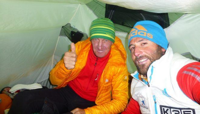Alex Txikon y Denis Urubko en C1 de la ruta británica del Kangchenjunga 2014.  ()