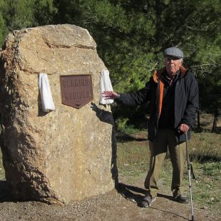 Joan Nubiola (con gorra) en un momento de la inauguración (31 octubre 2012) del parking que lleva su nombre en Vinyanova