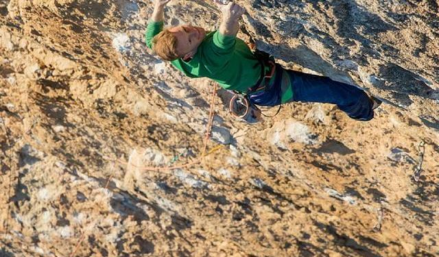 Jakob Schubert en Fight or flight 9b en Oliana