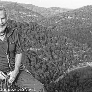 Chris Bonington escalando en Cataluña en una imagen de archivo.  (© Darío Rodríguez/DESNIVEL)