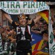 Núria Picas tras cruzar la línea de meta de la Ultra Pirineu 2014  (© Isaac Fernández/DESNIVEL)