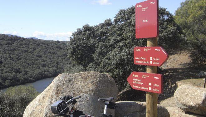 La Vía Verde de la Jara sireve de soporte al Camino Natural del Tajo.  (Dioni Serrano)