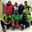 Alex Txikon en el campo base del Nanga Parbat (invierno 2015) con sus compañeros expedición  (© Alex Txikon)