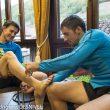 Luis Alberto Hernando venda con esparadrapo los pies de Carlos Suárez  antes de partir del Hostal Remoña (Espinama) para realizar su reto por los Picos de Europa (Espolón Franceses