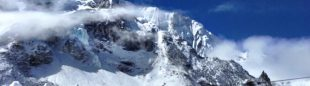 Labores de rescate de los helicópteros enviados al CB del Everest tras la avalancha  (6 Summits Challenge)