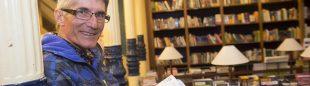 Juanjo Alonso en la entrega del Premio Desnivel de Literatura 2013 en la Librería Desnivel. ()