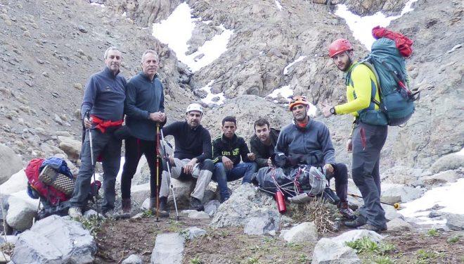 El grupo de espeleólogos antes de separarse al comienzo del barranco. De izquierda a derecha: Juan Bolivar (padre)