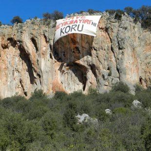 Pancarta contra la explotación minera en Geyikbayiri (Turquía)  (SAVE Geyikbayiri)