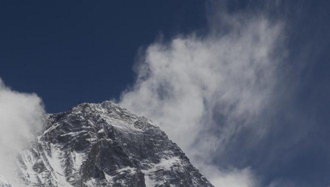 Cima del Everest vista desde el Valle del Silencio (entre C1 y c2)  (© Darío Rodríguez/DESNIVEL)