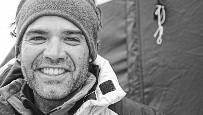 Carlos Martínez, médico de montaña y alpinista, que ha acompañado a Carlos Soria en sus últimas expediciones en una imagen tomada en el campo base del Everest 2011.